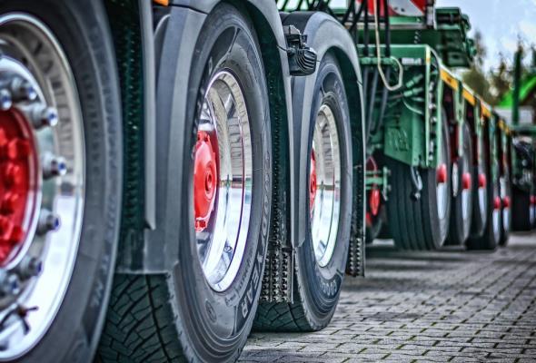 Daimler i Volvo tworzą spółkę. Będą elektryfikować ciężki transport