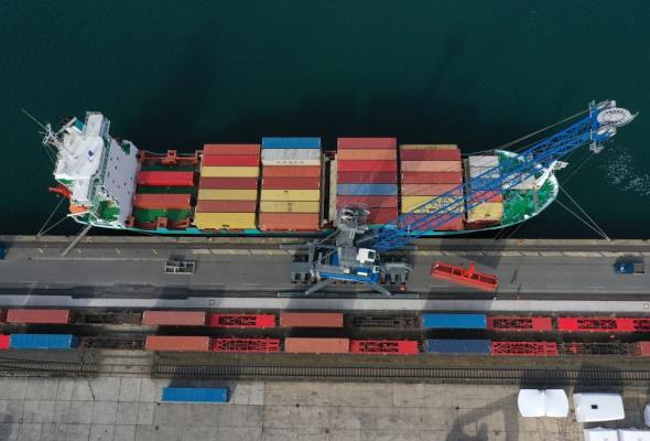 Transport środków do walki z koronawirusem ominął Polskę morzem