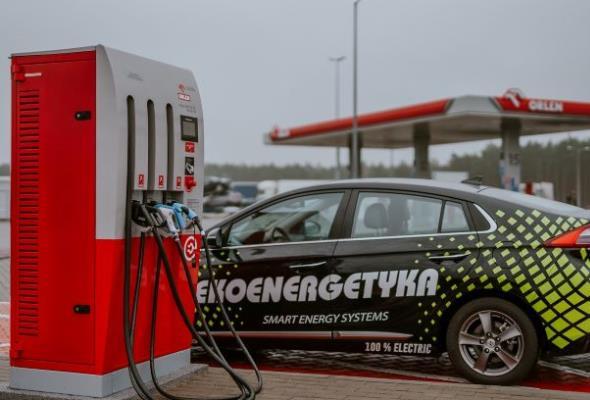 Ekoenergetyka-Polska dostarczyła stacje ładowania do 30 stacji PKN Orlen