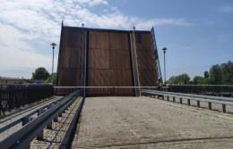 Zwodzony most w Elblągu otwarty. Nie przejadą nim samochody