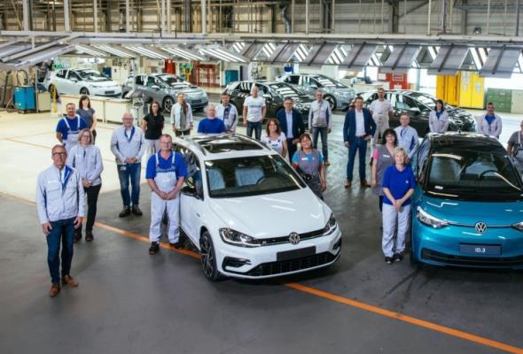 Fabryka Volkswagena w Zwickau rezygnuje z produkcji aut spalinowych