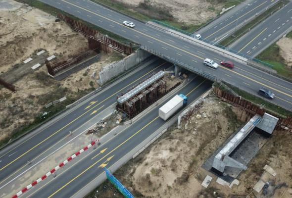 Węzeł Szczecin Kijewo. Ruszają prace przy montażu belek na wiadukcie