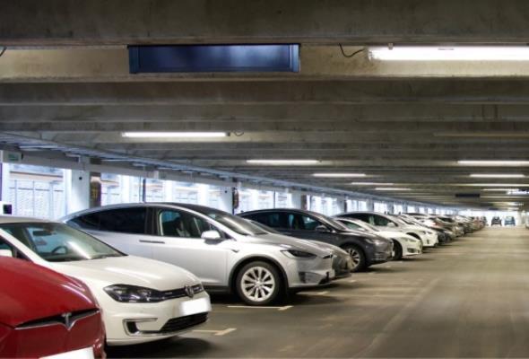 Norwegia. Ponad 1000 stacji ładowania na lotniskowych parkingach