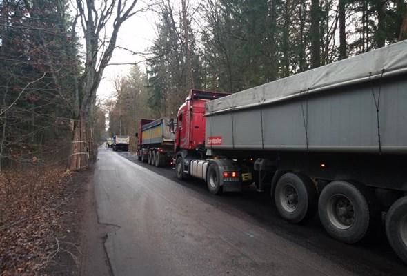"""Ruszyło asfaltowanie na """"wielkiej pętli"""" pod Olsztynem"""