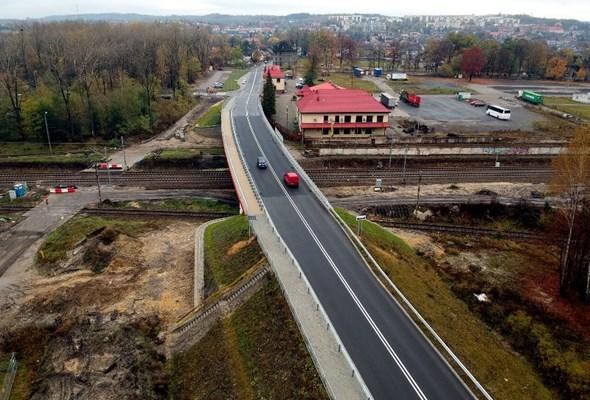 Powstał wiadukt nad torami w Trzebini