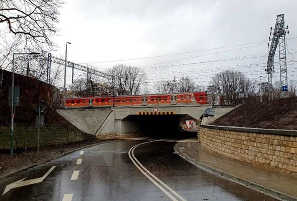 Odnowiony wiadukt w Krakowie. Skorzystają podróżni, kierowcy i piesi