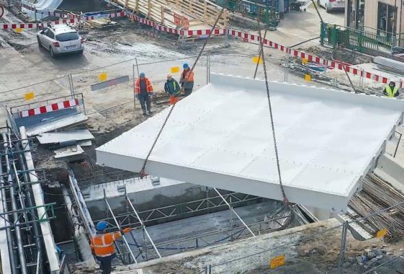 Wrocław. Zabytkowy element mostów Pomorskich wrócił na swoje miejsce