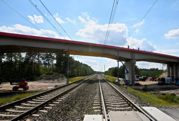 Będzie 26 nowych tuneli i wiaduktów nad torami. PLK zamawia studium