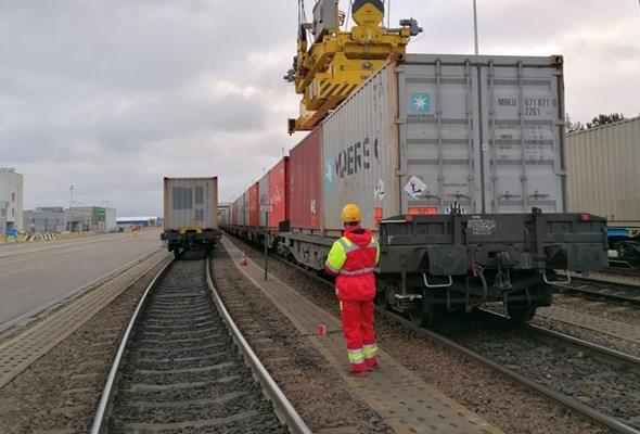 Najcięższy pociąg kontenerowy w historii Polski dojechał do DCT Gdańsk