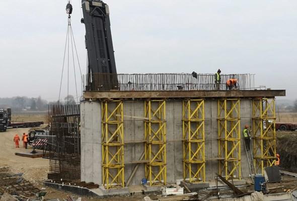 Postępuje budowa wiaduktu na DK-78 Kije – Chmielnik