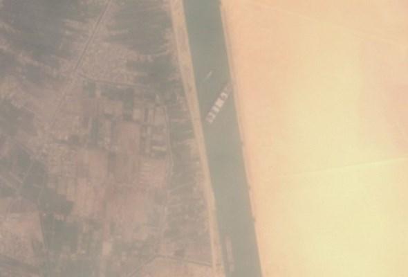 Kanał Sueski: Koparki pracują, globalny transport czeka [zdjęcia]