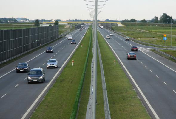 Ruch na drogach krajowych powoli się odbudowuje