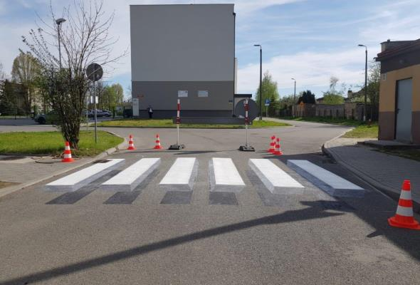 """Częstochowa. Trójwymiarowa """"zebra"""" wymusi ostrożność"""