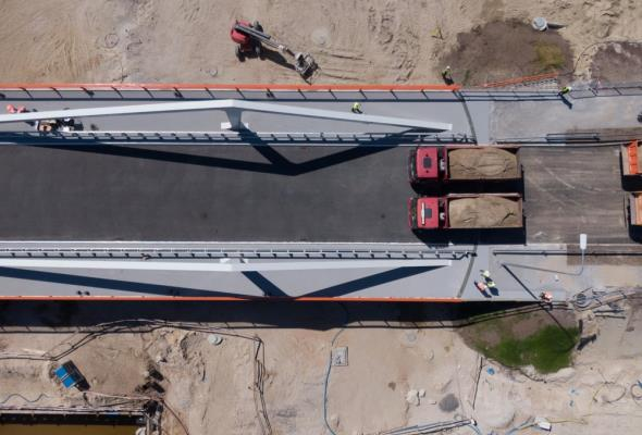 Próby obciążeniowe mostu na Mierzei