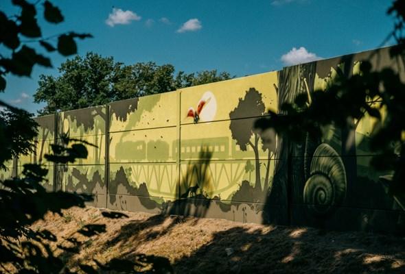 Mural zdobi ekrany wzdłuż obwodnicy Obornik