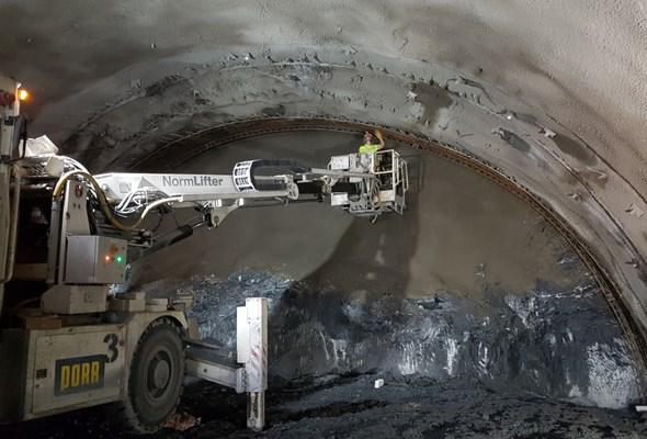 Dolny Śląsk. Tunel w ciągu S3 za półmetkiem