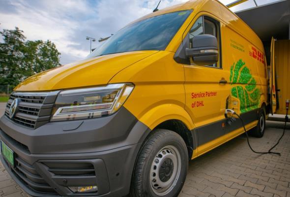 DHL Express będzie dostarczał elektrykami
