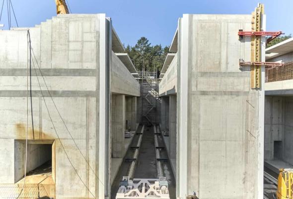 Na Mierzei montują bramę do śluzy, która oddzieli dwa akweny