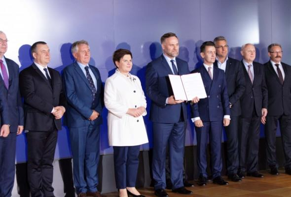 Największe państwowe przedsiębiorstwa dadzą 100 mln na promocję Polski
