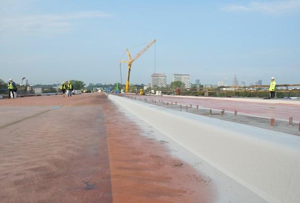 Warszawa: Nowy most Łazienkowski połączył dwa brzegi