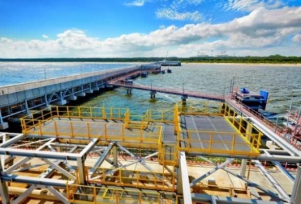 Karpiński niezadowolony z przesunięcia terminu oddania do użytku Terminalu LNG