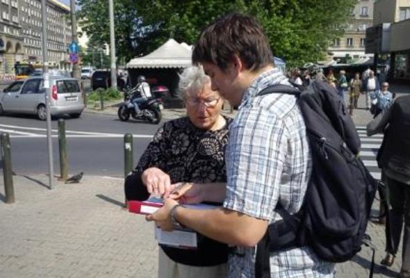 SPEC: PiS brakuje około 14 tys. podpisów by zorganizować referendum