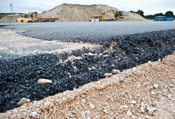 Niskie ceny ropy sprzyjają branży asfaltowej