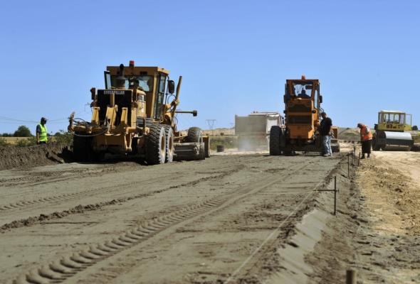 Żmijan: Realizować program budowy dróg zamiast poszerzać A2
