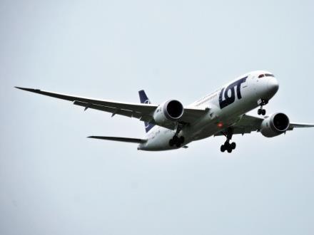 Polskie linie lotnicze i lotniska dobrze postrzegane pod względem punktualności