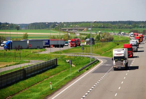 Brak kierowców i unijny pakiet drogowy największymi zagrożeniami dla firm transportowych.