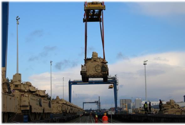 DCT Gdańsk: Amerykański sprzęt wojskowy w polskim porcie