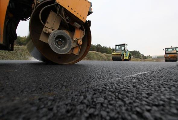 Do końca roku będą umowy na 18 zadań drogowych. Zakończy się budowa 133 km