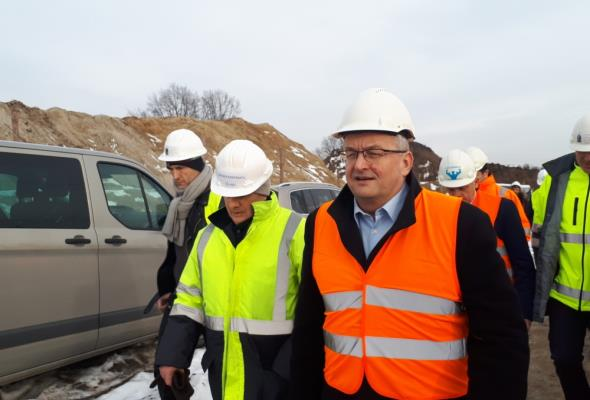 Minister Adamczyk sprawdza postępy przy budowie POW