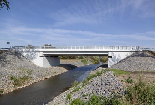 Opolskie. Nowa droga i most na pograniczu