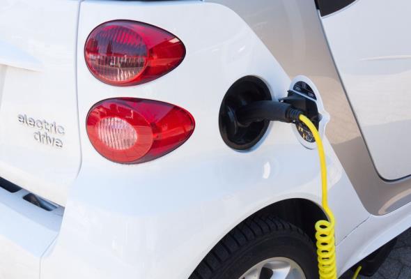 Jak spółki energetyczne chcą zarabiać na stacjach ładowania