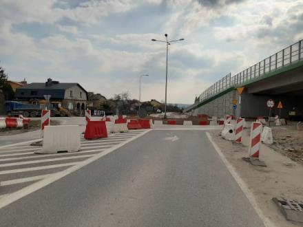 Adamczyk: Inwestycje drogowe i kolejowe nadal będą realizowane