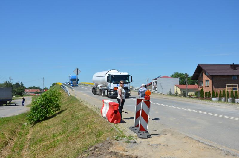 Nowy wiadukt nad budowaną A1 otwarty. Łatwiej przejedziemy też autostradą