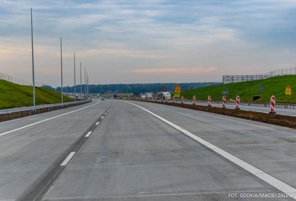 Po dwa pasy na całej budowanej A1 od jutra, wkrótce odcinkowo trzeci pas