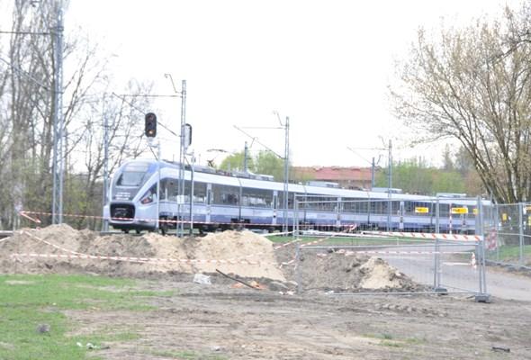 Trasa Świętokrzyska wsuwa się pod tory kolejowe