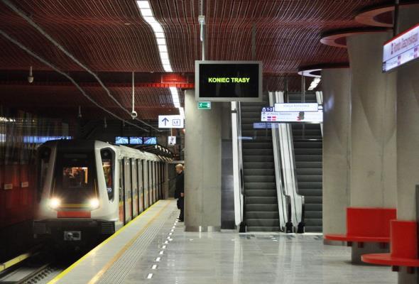 Metro wyjeździ kilometry przed otwarciem w czwartek