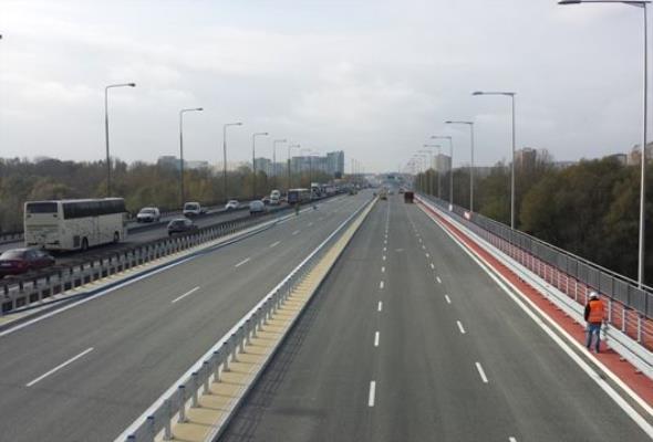 Dziesięć pasów ruchu najbardziej obciążonego mostu w stolicy