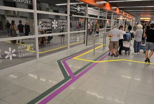 Na lotniskach jest drogo czy nie? I kto za tym stoi?