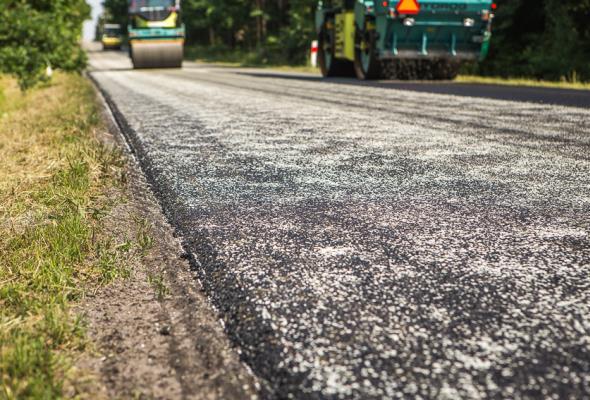 Śląskie: LOTOS Asfalt modernizuje drogę w Świerklańcu
