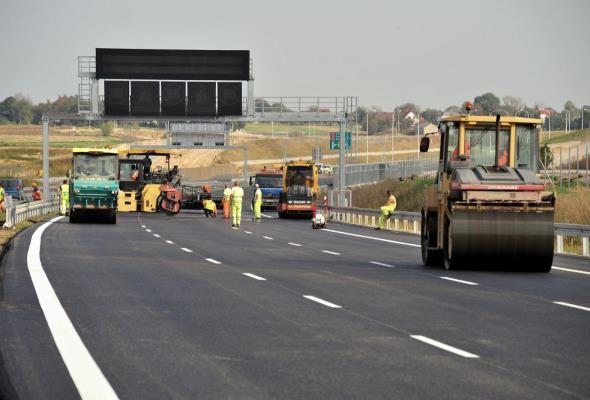 Otwarcie 135 km dróg przed wyborami
