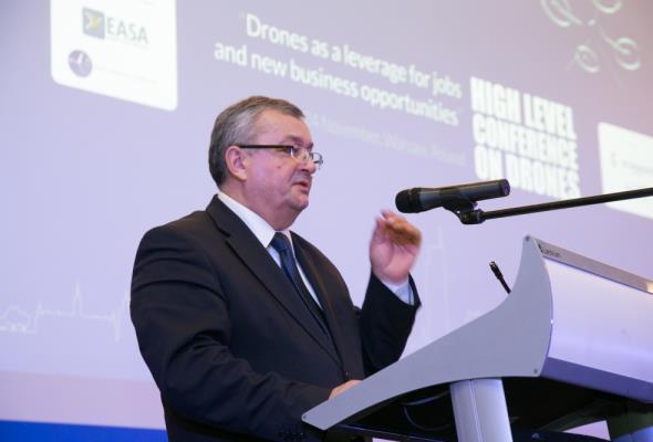 Adamczyk: Polska liderem produkcji dronów. Mamy rynek o wartości 160 mln zł