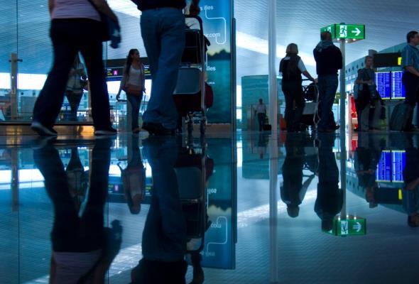 Czy będziemy zmuszeni do płacenia za kontrolę paszportową na lotniskach?