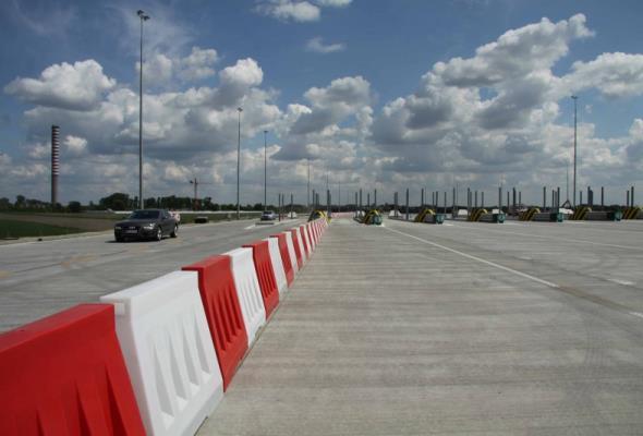Nieczynne bramki na autostradzie A2 na razie nie znikną