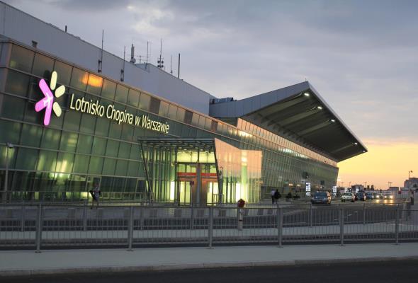 Lotnisko Chopina: Po wymianie oświetlenia drogi startowej problemy z widocznością