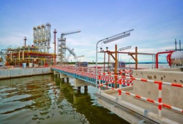 Poskie LNG: Terminal gazowy w Świnoujściu niemal na ukończeniu