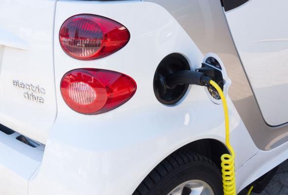 Milion samochodów elektrycznych? Może się udać, ale…